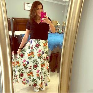 Dresses & Skirts - Floral Print Maxi Skirt w/ Elastic Waist